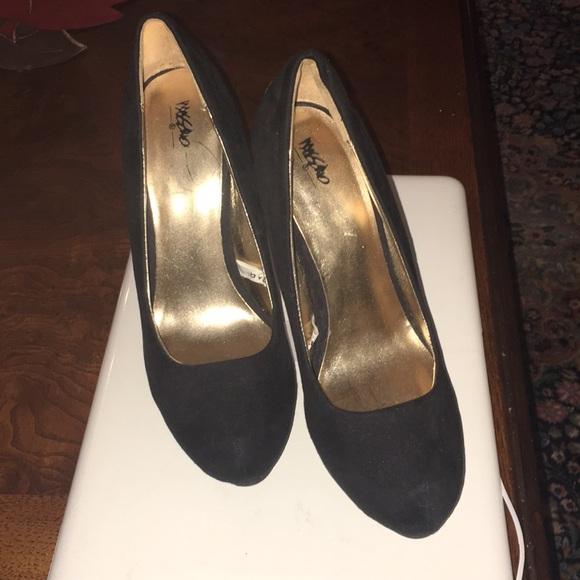 1402884054e Suede Cute 👠 shoes!